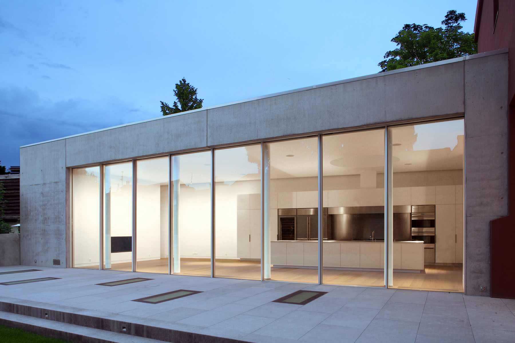 reconversion d 39 une usine en loft carouge gen ve. Black Bedroom Furniture Sets. Home Design Ideas
